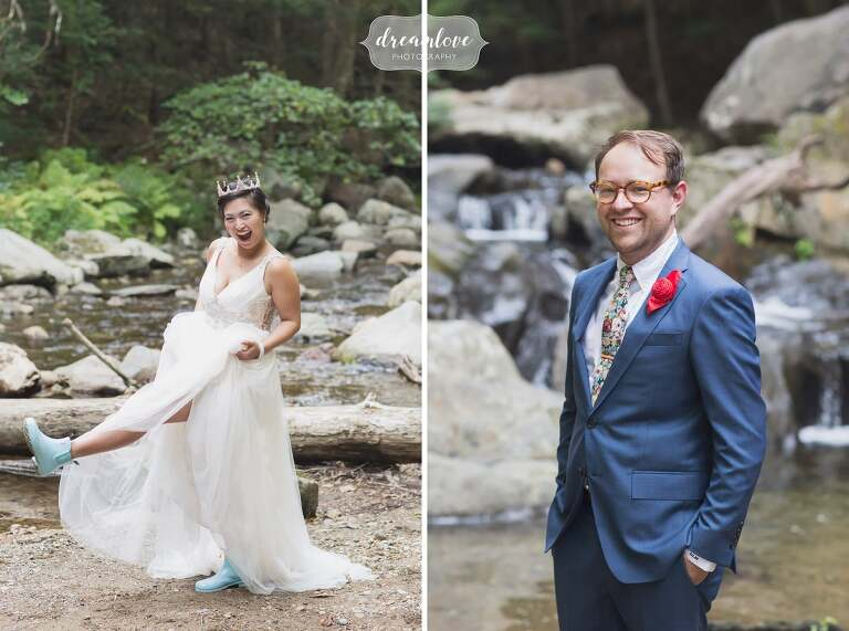 Blue hunter boots on the bride in this NH wedding.