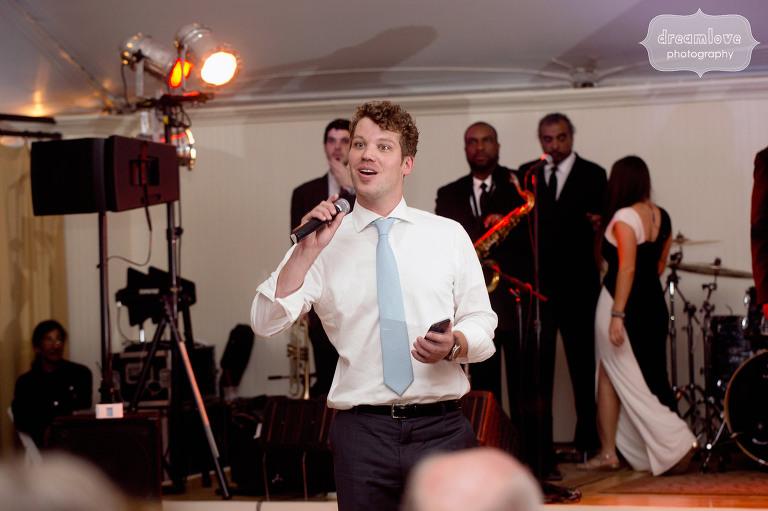 Hilarious toast photo of best man giving speech at a Hildene wedding in VT.