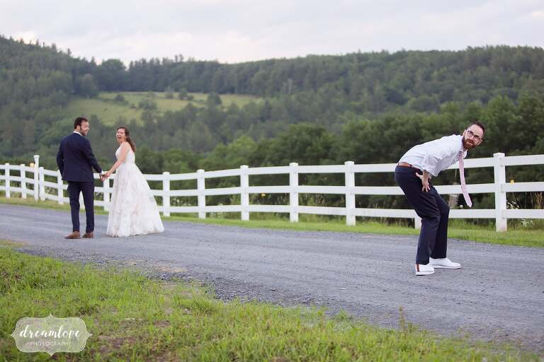 Hilarious best man photobombs bride and groom at Warfield House.