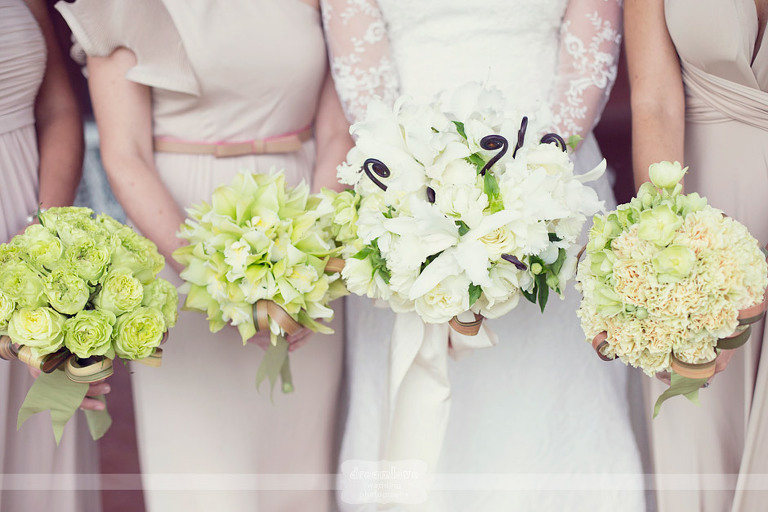 Detail picture of bright white wedding bouquets.