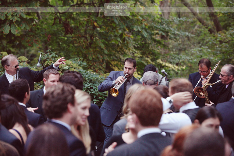 outdoor-backyard-wedding-photography-092