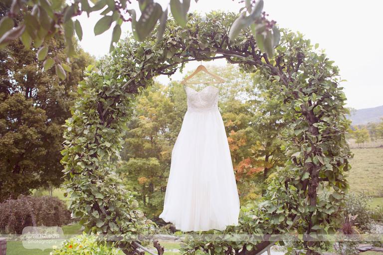 round-barn-vt-wedding-photos-03