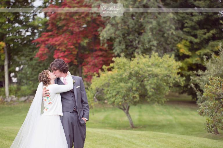 round-barn-vt-wedding-photos-19