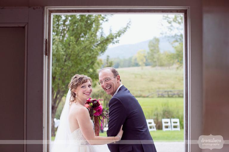 round-barn-vt-wedding-photos-28