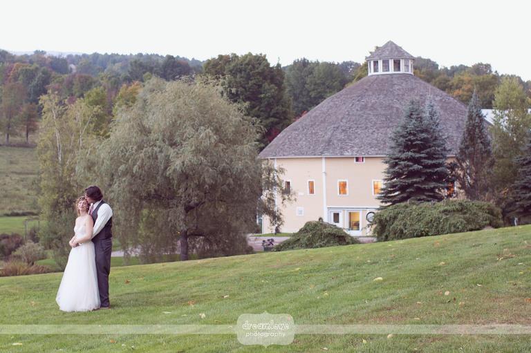 round-barn-vt-wedding-photos-46