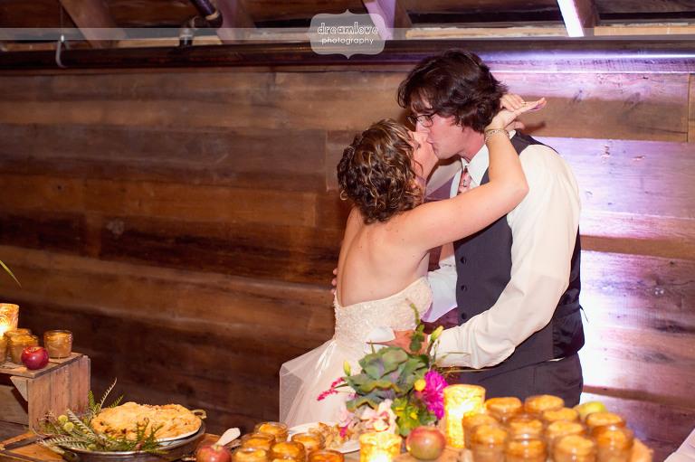 round-barn-vt-wedding-photos-68
