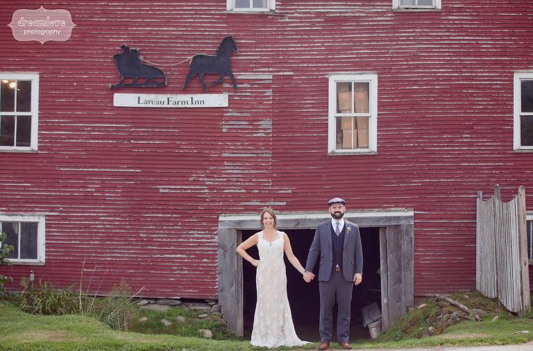 Red barn wedding photography at the Lareau Farm Inn.