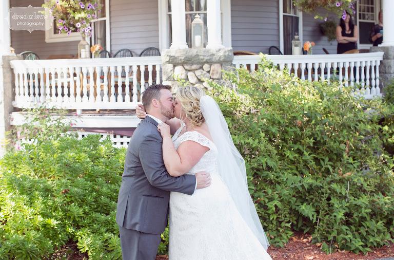 castle-manor-inn-ma-outdoor-wedding-13