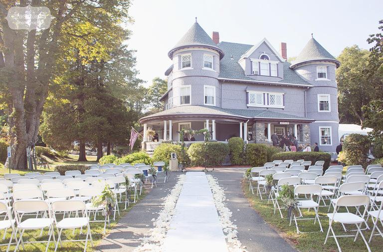 castle-manor-inn-ma-outdoor-wedding-32