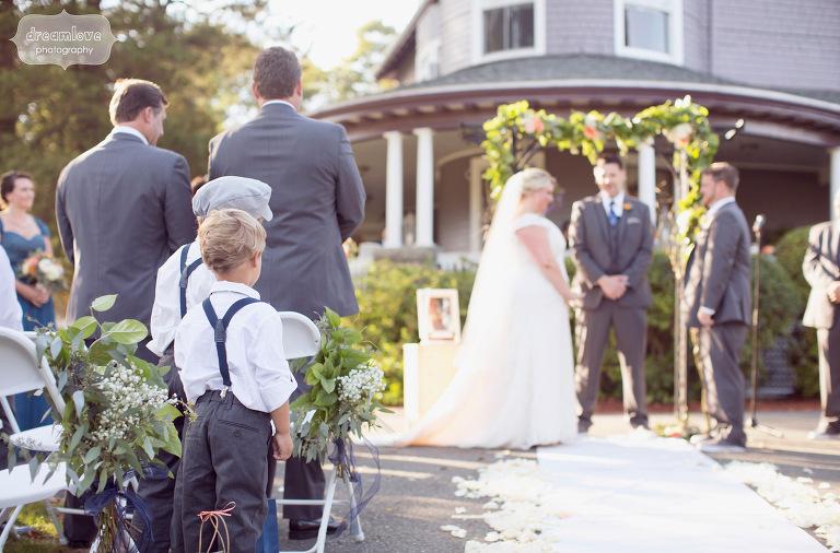 castle-manor-inn-ma-outdoor-wedding-47