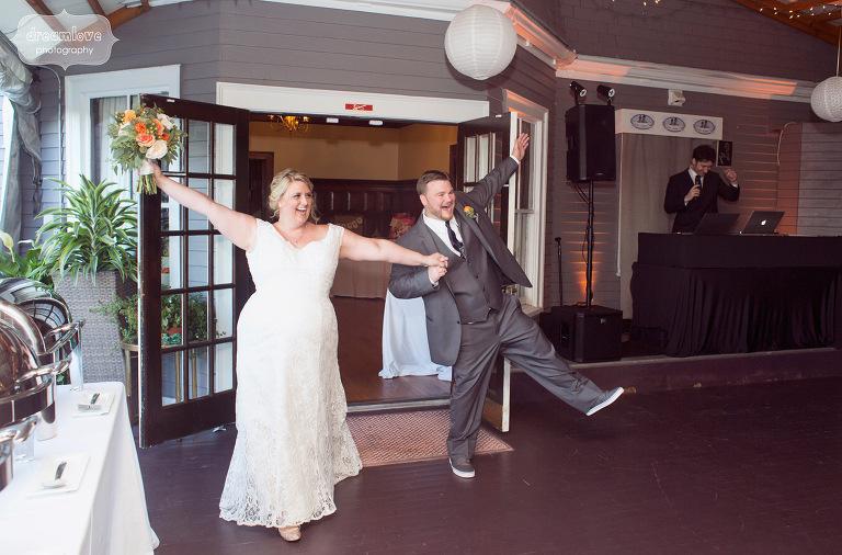 castle-manor-inn-ma-outdoor-wedding-59