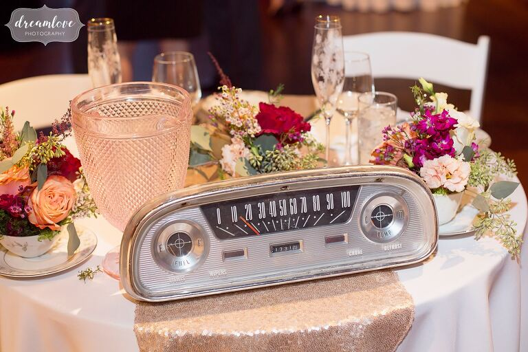 Great idea for an antique car themed wedding–use an old radio as table decor like this one at Larz Anderson in Boston.