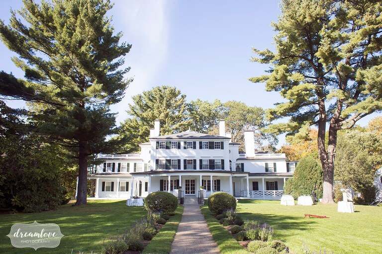 The Glen Magna Farms wedding venue on the north shore is a mansion surrounded by beautiful gardens.