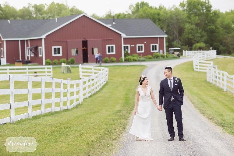 bride-groom-barn-liberty-farms-wedding