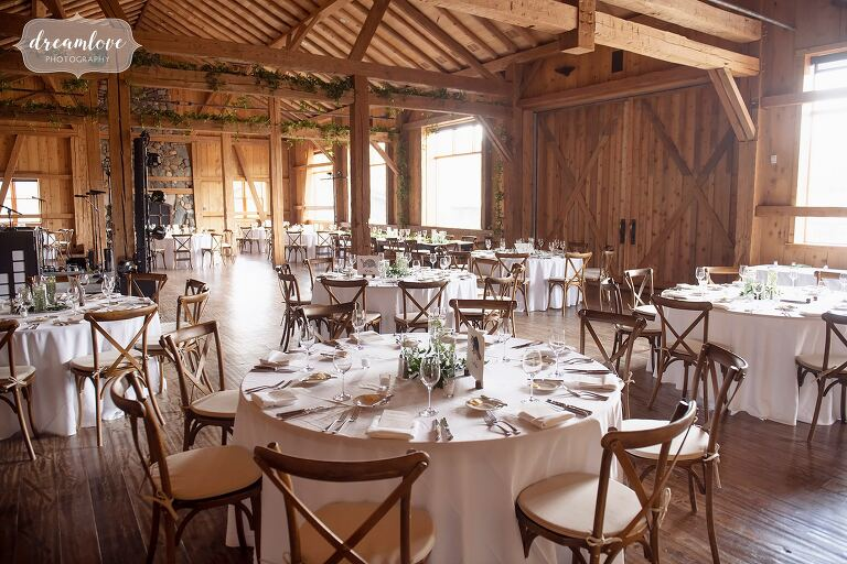 Rustic table decor at High Lonesome Lodge wedding.