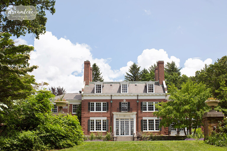 This south shore estate wedding venue has a mansion and beautiful gardens.