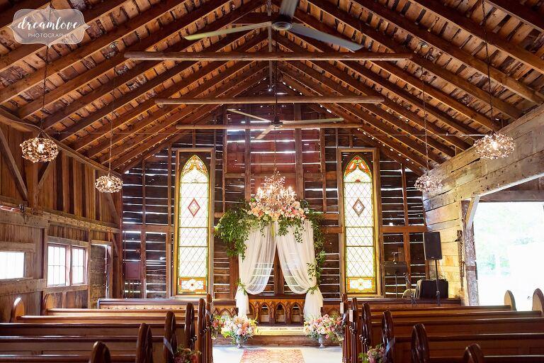 Antique barn wedding ceremony in NH.