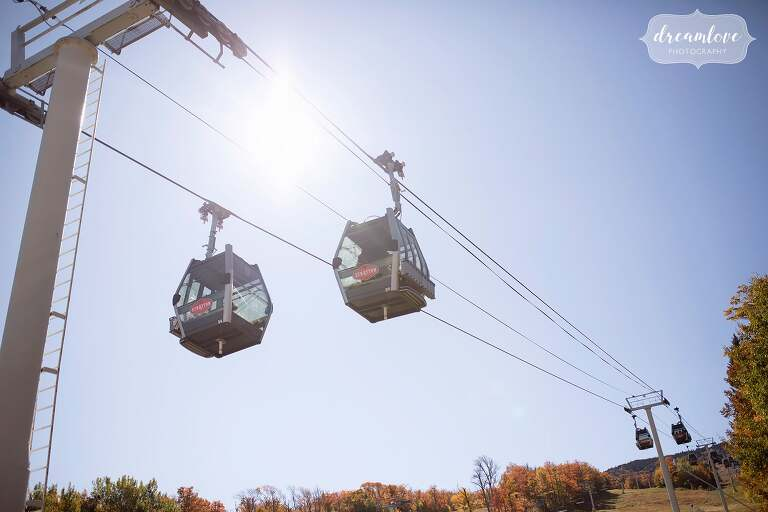 Guests ride the gondola for this Stratton Mountain wedding on top of the mountain in October.