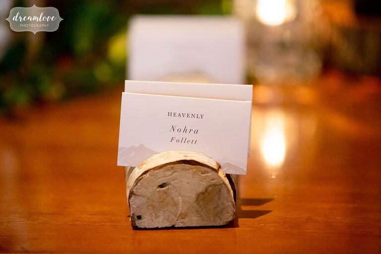 Birch wood log with slices for escort cards.